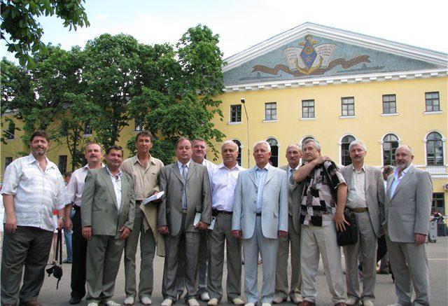 Сейчас на месте КВВМПУ - Киево-Могилянская академия. Со спонсорами из Канады.