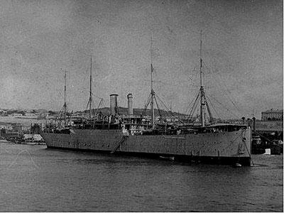 Корабль мастерская «Кронштадт». На фотографии внизу – еще в Севастополе, вверху – на подходе к Константинополю.