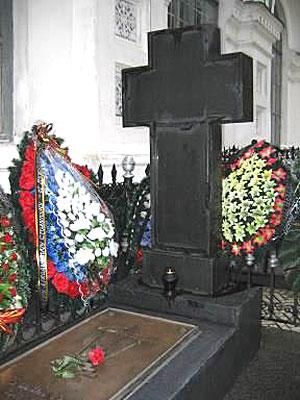 Могила Столыпина в Киевско-Печерской лавре, которую посетили все участники конференции.