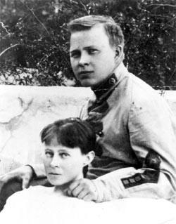 Аркадий Гайдар после увольнения из армии. Последняя встреча с больной матерью. Алупка. 1924 год. Фото: Из семейного архива