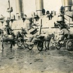 Доставка грузов к борту военного корабля.