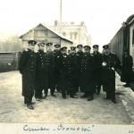 Офицеры крейсера «Громобой» на перроне владивостокского вокзала.