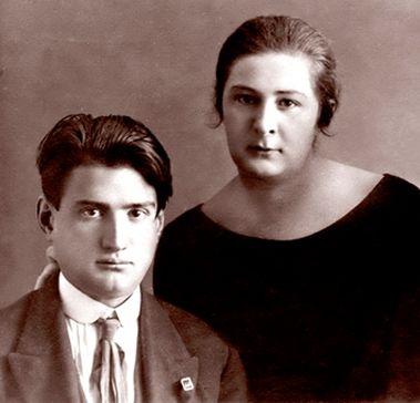 Игорь Курчатов и Марина Синельникова, ставшая его женой, познакомились в Симферополе. Снимок 1930-х годов