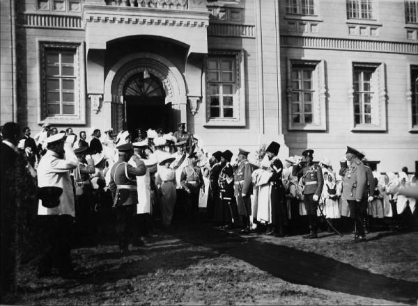 Император Николай II на открытии больницы Красного Креста («Романовской»). Кострома. 20 мая 1913 г. Фото В. Н. Кларка