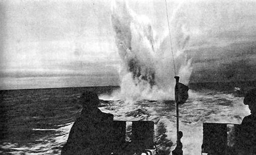 Подрыв подводной мины, произведенный специальным тралом, разработанным группой И.В. Курчатова