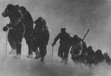 Отряд альпинистов штурмует Эльбрус (1943 год)