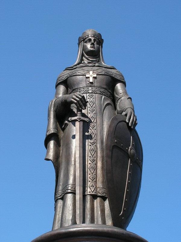 Памятник Великой равноапостольной княгине Ольге во Пскове. Скульптор З.Церетели