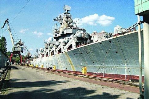 Крейсер «Украина». Бывший «Адмирал Лобов», бывший «Галичина» ржавеет со времен распада СССР у стенки завода в Николаеве
