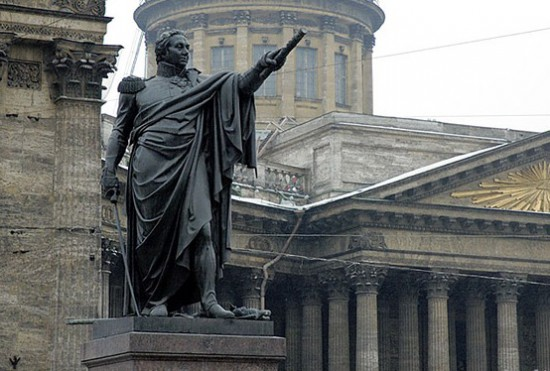 Памятник фельдмаршалу Кутузову в Петербурге