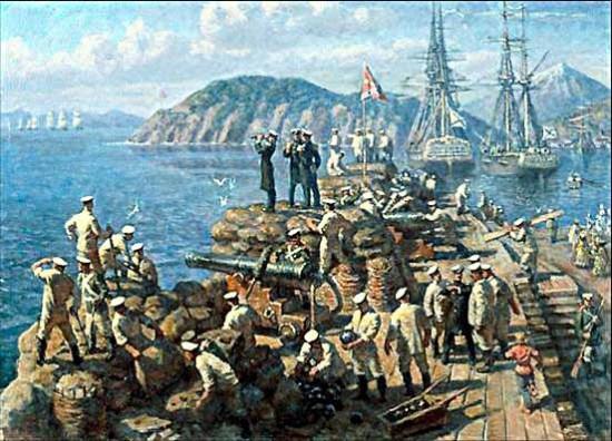 На картине береговая батарея №2 «Кошечная», вид на Авачинскую бухту, сопку Сигнальная, вдалеке вражеская эскадра