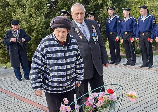 На Черноморском флоте почтили память моряков, погибших 29 октября 1955 г. на линкоре «Новороссийск»