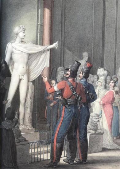 У статуи Аполлона в музее