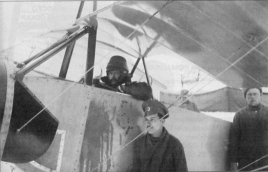В.М.Ткачев в кабине разведчика «Моран-парасоль», русско-германский фронт, зима 1914-1915 годов