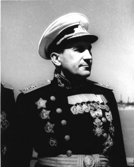 Вице-адмирал  Г. Н. Холостяков