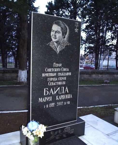 Могила на кладбище коммунаров в Севастополе