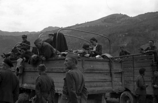Так что у людей на фотографиях было 50% шансов оказаться или в немецком концлагере или в британской армии..