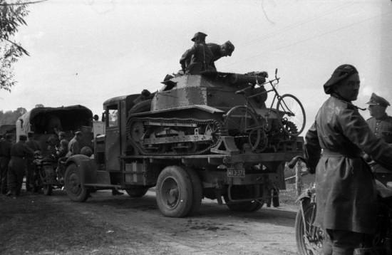 Уже 19 сентября (!!!) 10-я кавалерийская бригада, которая на тот день еще имела полторы тысячи солдат и несколько десятков танков, перешла границу Венгрии сложила оружие и была интернирована. Все вооружение было отдано венграм.