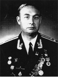 Герой Советского Союза,  капитан 1 ранга  Александр Васильевич Забояркин  (1925-1996).