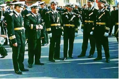 Группа преподавателей училища. Третий слева и крайний справа –  инженер-капитаны 2 ранга Л.С. Григорьев и В.К. Лучников.  КВВМПУ, август 1974 года.