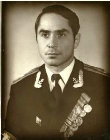 Инженер-капитан 3 ранга Вениамин Левицкий. КВВМПУ,  1970 год.