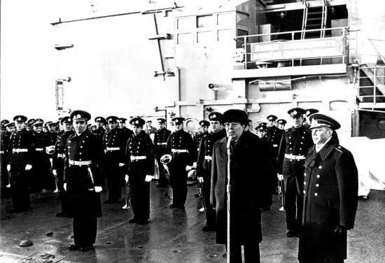"""Л.И.Брежнев на борту крейсера """"Адмирал Сенявин"""""""