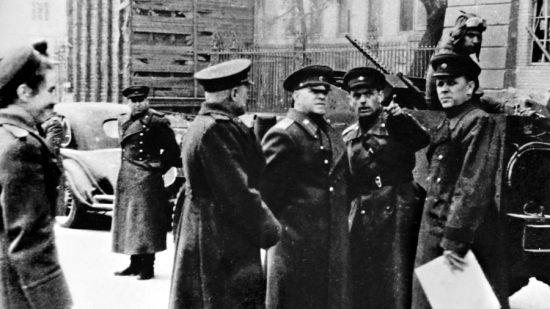 Георгий Жуков в поверженном Берлине.