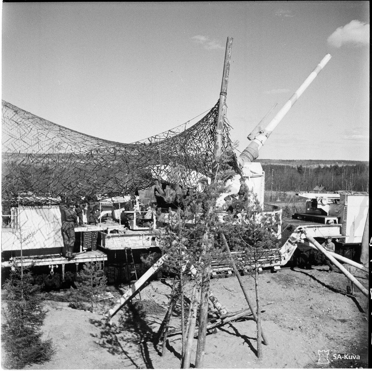 Фото 4. Транспортер 180 мм на огневой позиции. 25 апреля 1942 года. Источник: фотобанк Оборонительных сил Финляндии.