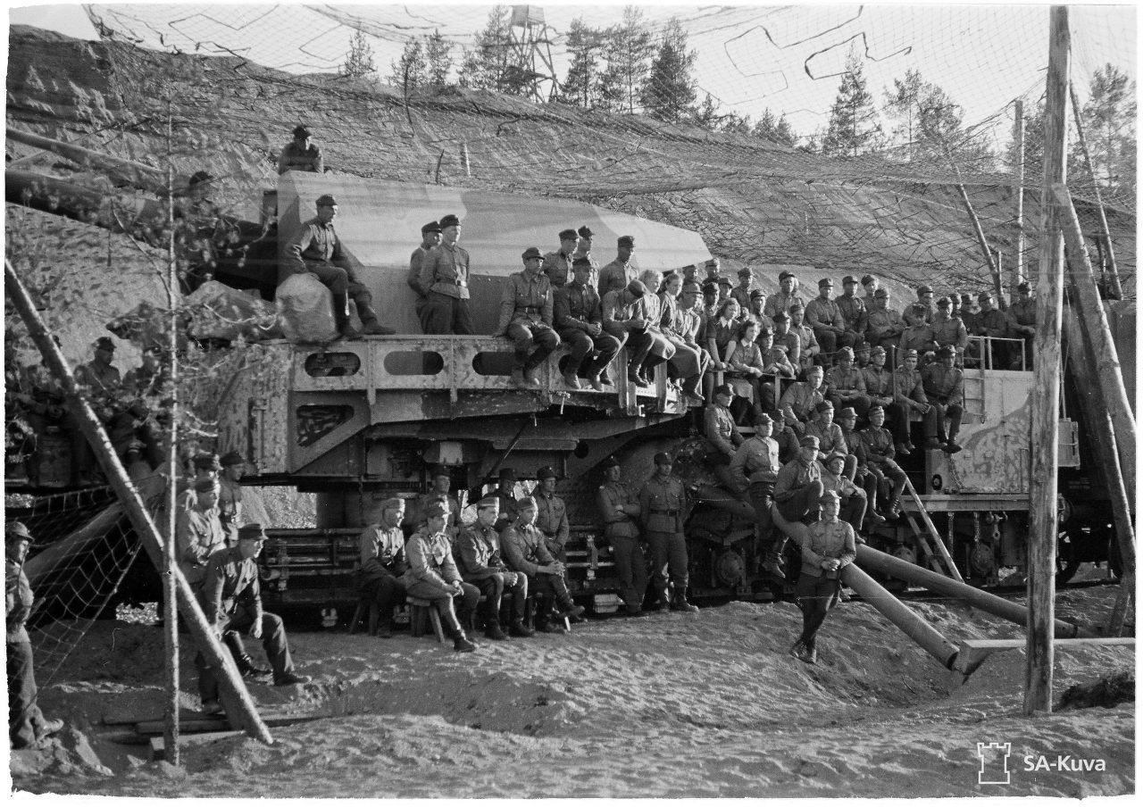 Фото 5. Личный состав 1-й железнодорожной батареи собран на празднование 75-летия Маннергейма. 4 июня 1942 года.Источник: фотобанк Оборонительных сил Финляндии.