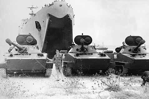 Десантирование боевой техники на косе Илья де Луанда