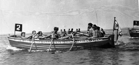 Соревнования между шлюпками. Река Днепр, июль 1977 года.