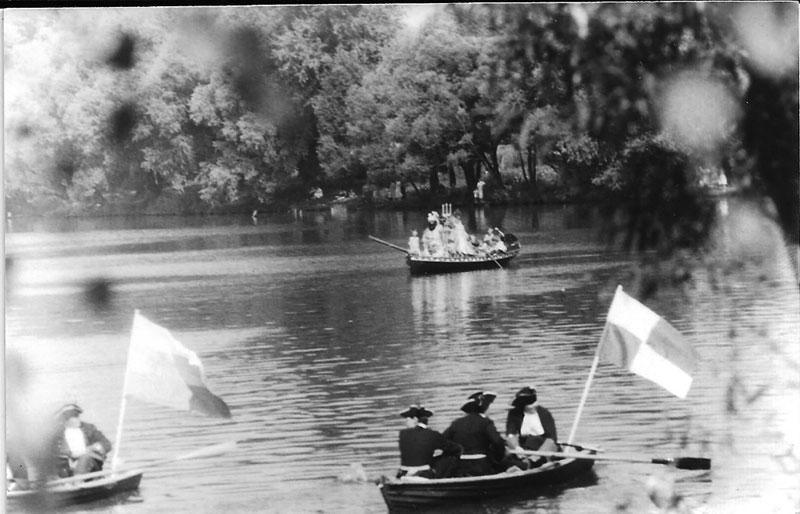 1989 год. Первый спуск ботика Петра 1 на воду. Прибытие Нептуна