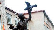 Памятник Жене Табакову в поселке Дуброво Ногинского района