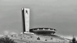 Дом-памятник «Бузлуджа», построенный в честь Болгарской коммунистической партии, надеются спасти в Болгарии.