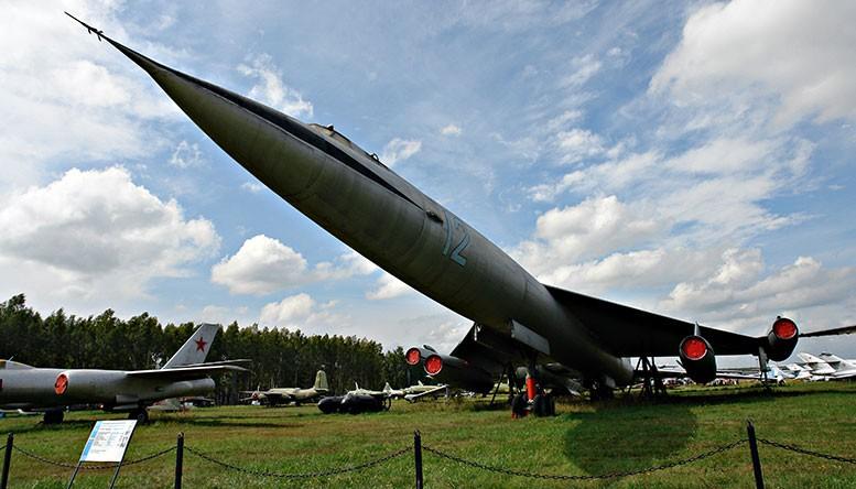 Советский стратегический бомбардировщик времён холодной войны М-50.