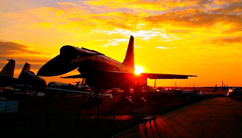 Советский ударно-разведывательный бомбардировщик-ракетоносец времён холодной войны Т-4 (Су-100).