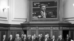На своей инаугурации Петр Порошенко в присутствии представителей ряда стран Запада пообещал жителям Донбасса мир, но обещание свое нарушил. Фото Reuters
