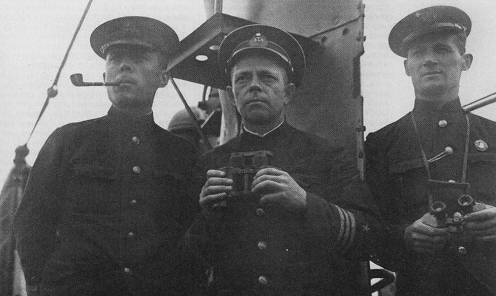 Военком подводной лодки «Щ-304» старший политрук В.С. Быко-Янко, командир субмарины капитан 3 ранга Я.П. Афанасьев и помощник командира капитан-лейтенант В.А. Силин. Лето 1942 г.