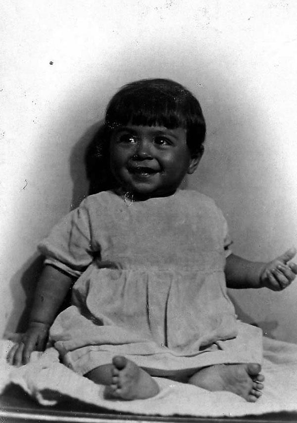 Маленькому Венечке 10 месяцев. Ленинград, июнь 1934 года.