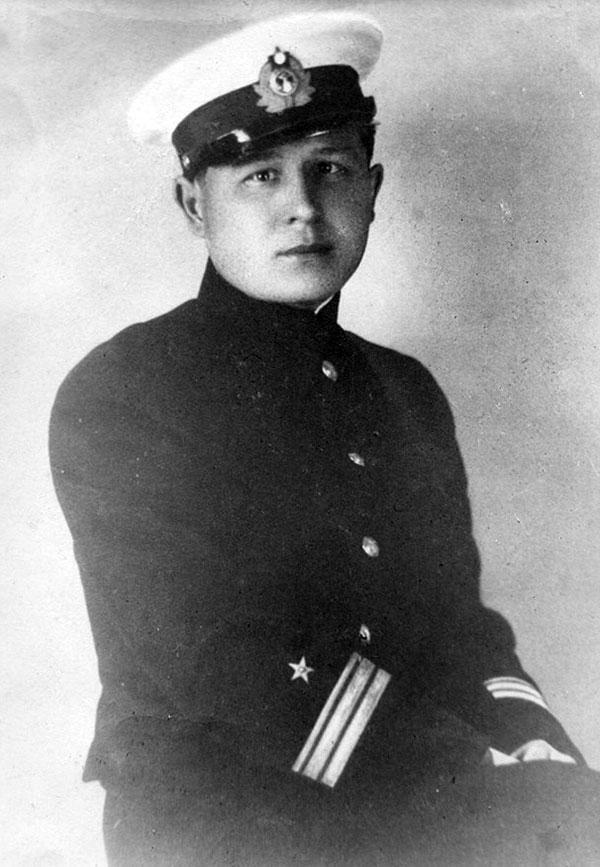 Николай Вениаминович Левицкий, военинженер 3 ранга (2.04.1910 - 8.08.1941). Погиб в Балтийском море.