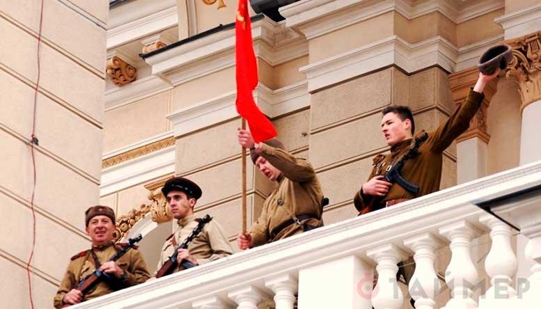 10 апреля 2014 года на Театральной площади прошла историческая реконструкция освобождения Одессы от фашистов.