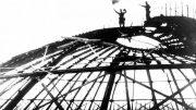 Советский флаг над зданием Панорамы в освобожденном Севастополе