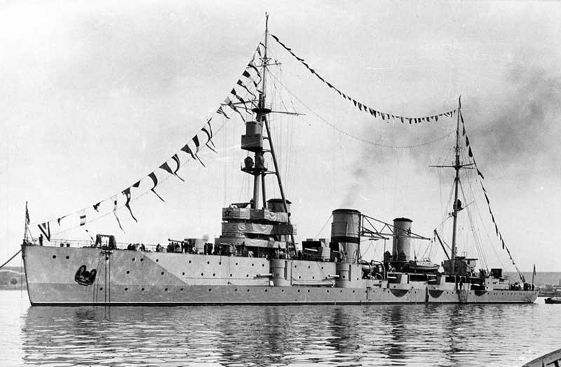 Крейсер «Красный Крым» при возвращении в Севастополь