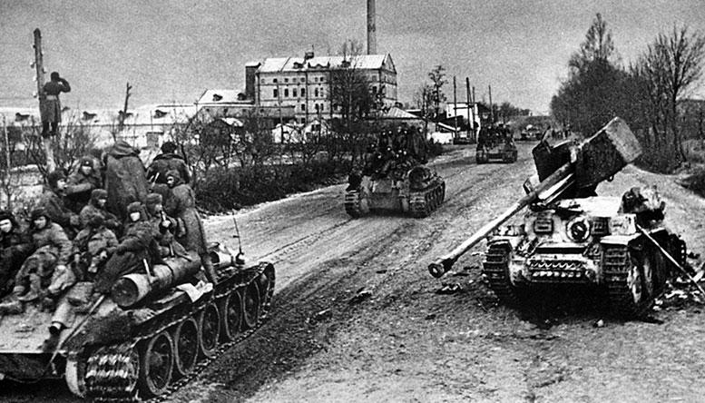 В походной танковой колонне
