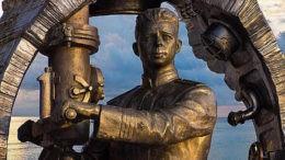 Памятник легендарному командиру «С-13».