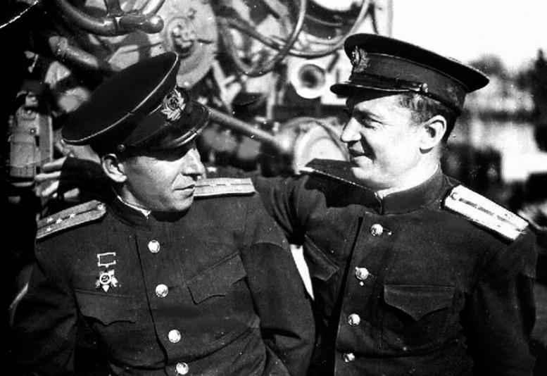 Леонид Дмитриевич Чулков (справа)